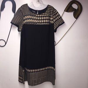 Dresses & Skirts - Roz & Ali shift dress.